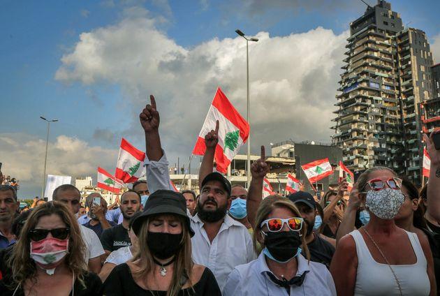 Des manifestants rendent hommage aux victimes de l'explosion massive du port et protestent contre l'incurie...