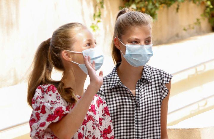 La princesa Leonor y la infanta Sofía en su visita al centro Naüm de Palma de Mallorca el martes 11 de agosto de 2020.