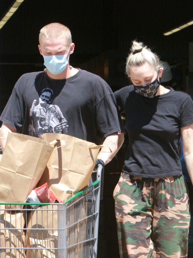 Cody Simpson and Miley Cyrus pictured grocery shopping in
