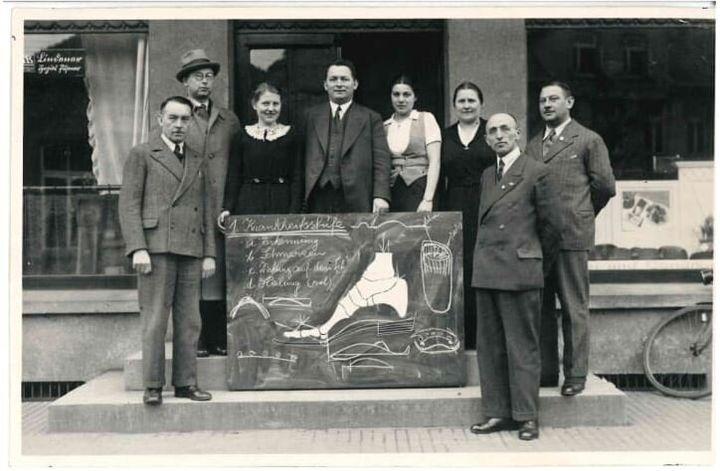 Συμμετέχοντες σε εκπαιδευτικό σεμινάριο της Birkenstock το 1935,