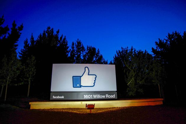 Facebook、アップル「App Store」の30%税に反発。Epic