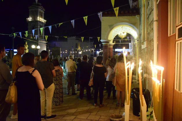Ο Δεκαπενταύγουστος του κορονοϊού: Η Ελλάδα γιορτάζει με κατάνυξη αλλά και