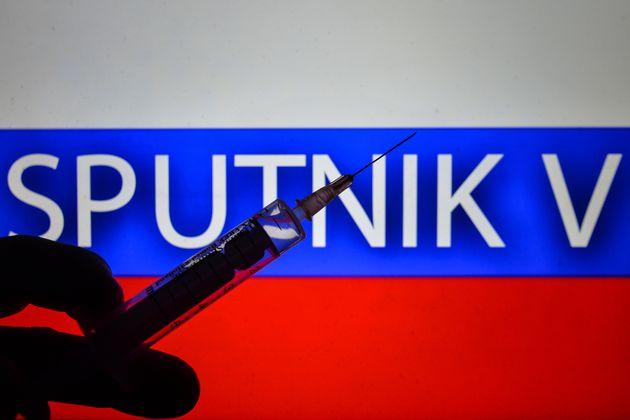 Ρωσία: Ξεκίνησε η παραγωγή του αμφιλεγόμενου εμβολίου Sputnik V για τον