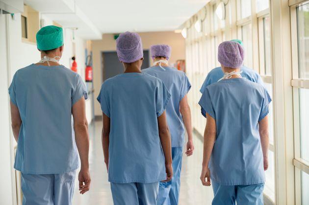 Plus de 3300 nouveaux cas de Covid-19 en France, progression inédite en trois mois (photo