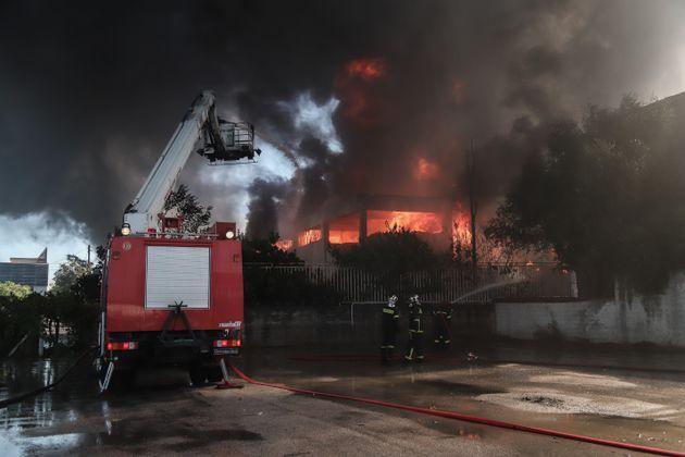 Μεταμόρφωση: Συνεχίζει να καίει η φωτιά - Ανησυχία για το μαύρο