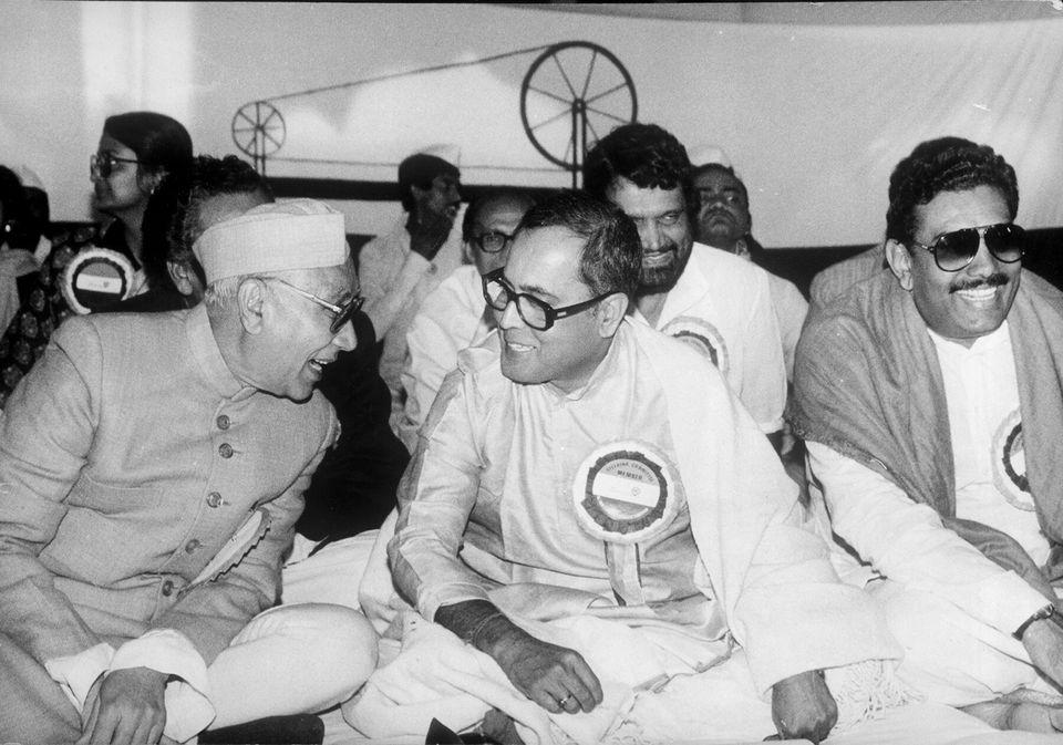 Prakash Mehrotra, Pranab Mukherjee, Janbhuvant Rao Dhote and Gundu Rao among others at the convention...