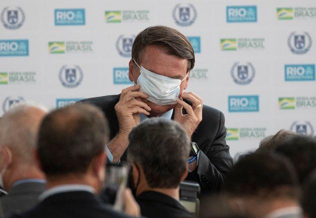 Οι μισοί Βραζιλιάνοι δεν θεωρούν τον Μπολσονάρο υπαίτιο για τους θανάτους από