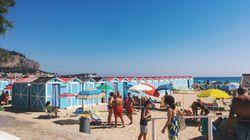 Cronista filma sgombero tendopoli sulla spiaggia: presa a calci e