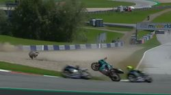Viñales y Rossi se salvan por los pelos de ser golpeados por esta moto en el Gran Premio de