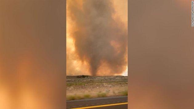 ΗΠΑ: Σπάνιος ανεμοστρόβιλος φωτιάς σάρωσε την