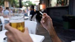 Un juez anula el veto al tabaco en la calle y el cierre del ocio nocturno en