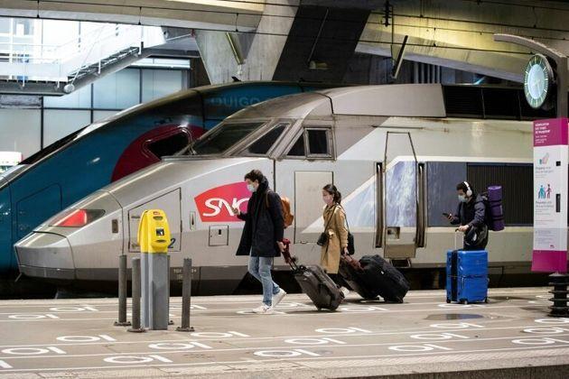 Un passager de TGV ayant refusé de porter un masque dans le TGV a été contraint...