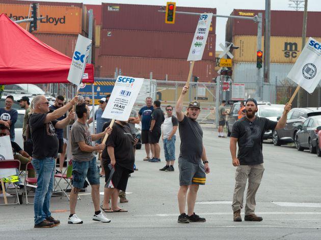 Grève au Port de Montréal: trêve avec l'un et entente de principe avec