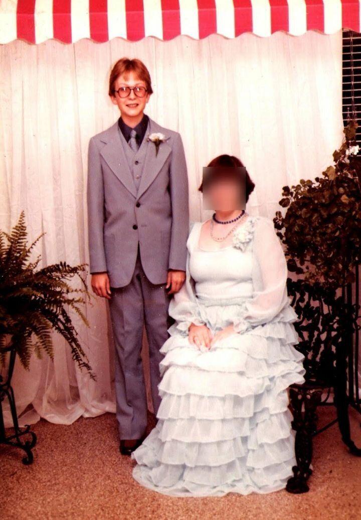 L'auteur a participé aux rites habituels de l'adolescence, y compris les danses au secondaire. Le voici, à l'âge de 15 ans, au printemps 1979. C'était quelques années après avoir vu Barbara Walters interviewer Anita Bryant.