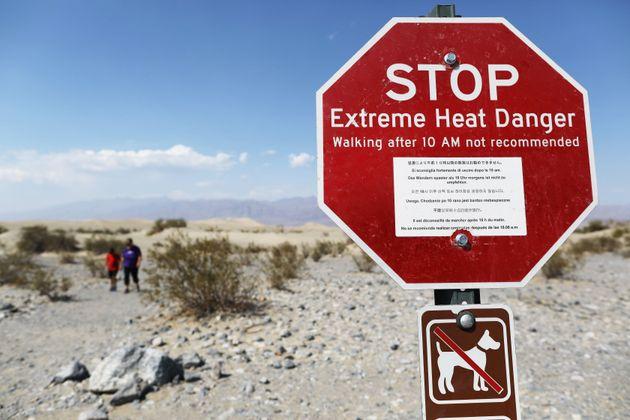 デスバレー国立公園に立てられた標識。「Extreme Heat