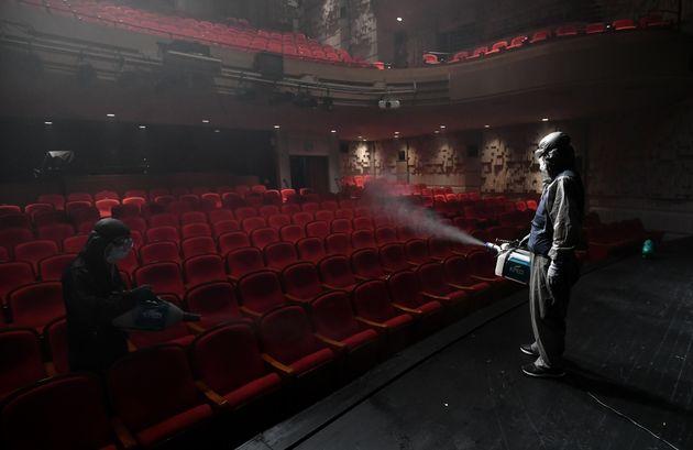 7월 21일 서울 세종문화회관 극장에서 소독업체 직원들이 소독 작업을 하고