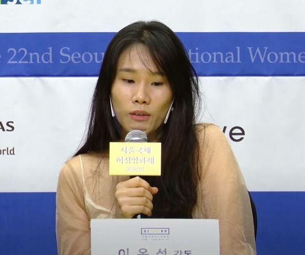제22회 서울국제여성영화제 공식 트레일러를 연출한 이옥섭