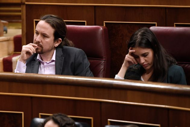 Pablo Iglesias e Irene Montero el pasado 4 de enero, en el debate de investidura de Pedro Sánchez...