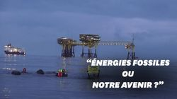 Des militants de Greenpeace investissent une plateforme pétrolière Total à la