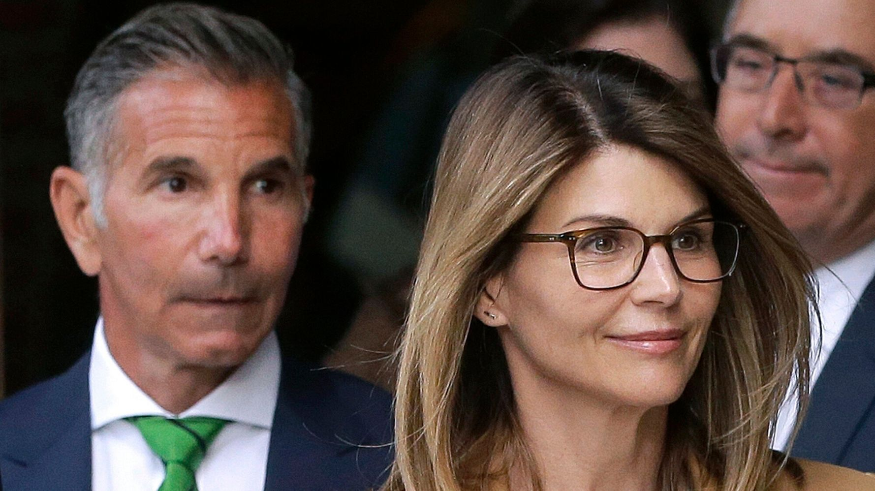 Feds Urge Judge To OK Prison Deals For Lori Loughlin, Mossimo Giannulli 1