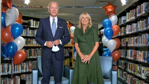 조 바이든이 민주당 대선후보로 공식 지명된 직후, 바이든과 그의 아내 질 바이든이 발언을 하고