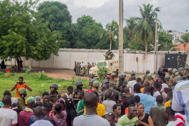 Ο πρόεδρος του Μάλι παραιτήθηκε και ανακοίνωσε διάλυση