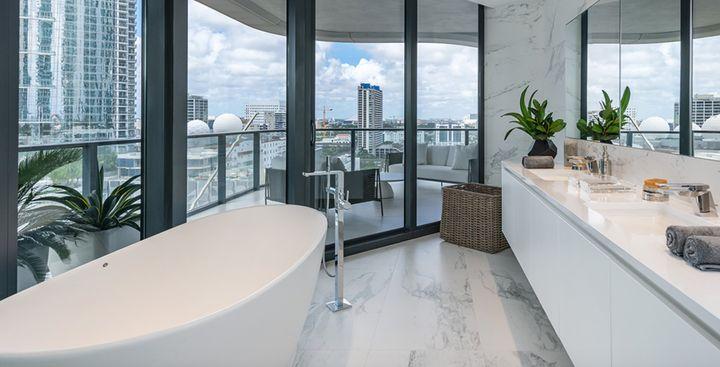 Μπάνια με θέα.