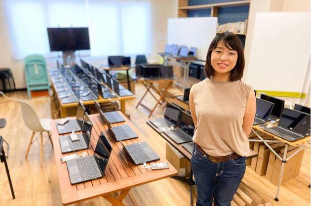 「収入が2ヶ月で2万円。娘2人とどう生きれば…」。あるシングルマザーに、私たちがパソコンとWi-Fiを届けた理由