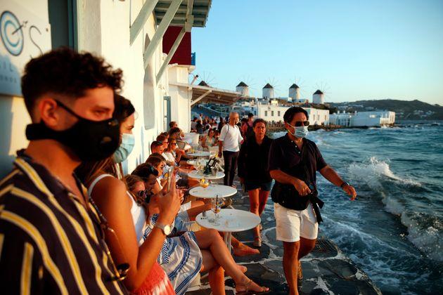 Κορονοϊός: Lockdown σε Μύκονο και Χαλκιδική από την