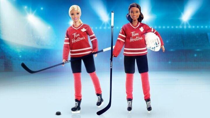 Les deux versions de la poupée devraient être disponibles en novembre.