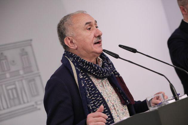 El secretario general de UGT, Pepe Alvarez, en una rueda de prensa en Moncloa tras la firma del acuerdo...