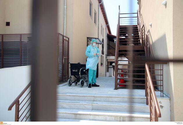 Κορονοϊός: Αλλοι τρεις νεκροί και 217 κρούσματα το τελευταίο