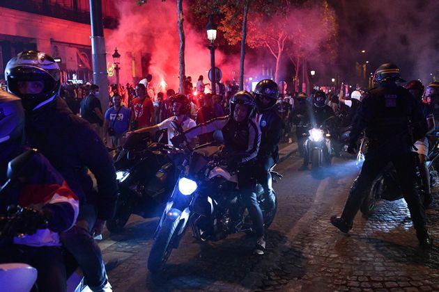 Mardi 18 août au soir, les Champs-Élysées ont été le théâtre...