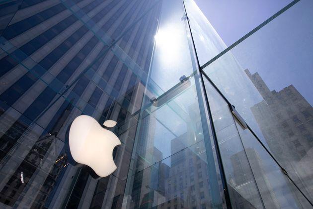 Η κεφαλαιοποίηση της Apple έσπασε το φράγμα των 2 τρισ.