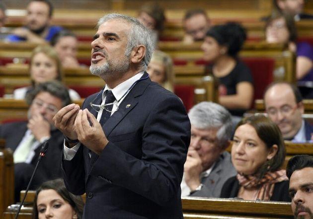 El diputado catalán de Ciudadanos Carlos Carrizosa toma la palabra en el Parlament, en Barcelona, el...