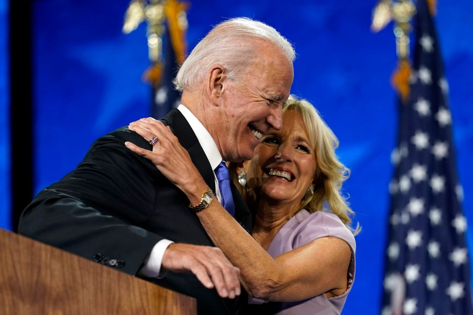 조 바이든은 첫 상원의원 선거에서 승리해 취임을 앞두고 있었던 1972년, 교통사고로 첫 번째 아내와 한살배기 딸을 잃었다. 차에 타고 있던 두 아들 보 바이든과 헌터 바이든은 목숨을...