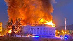 Al menos un muerto en el incendio de un hotel en