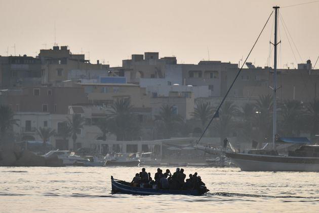 Migranti: in 1.400 a Lampedusa, 5 nuovi