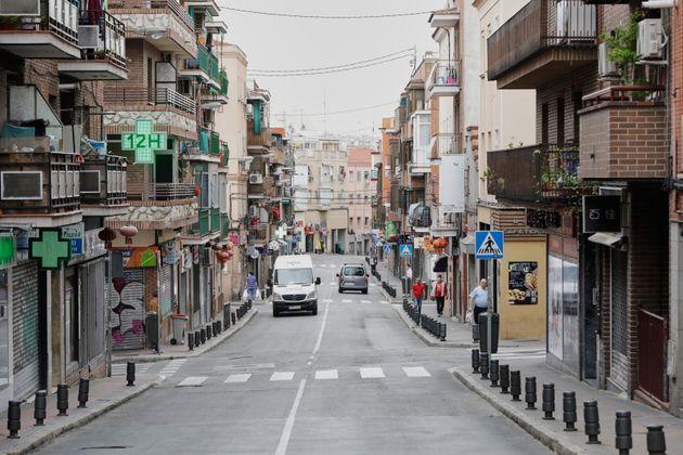 Una calle del distrito de Usera, casi vacía durante el estado de