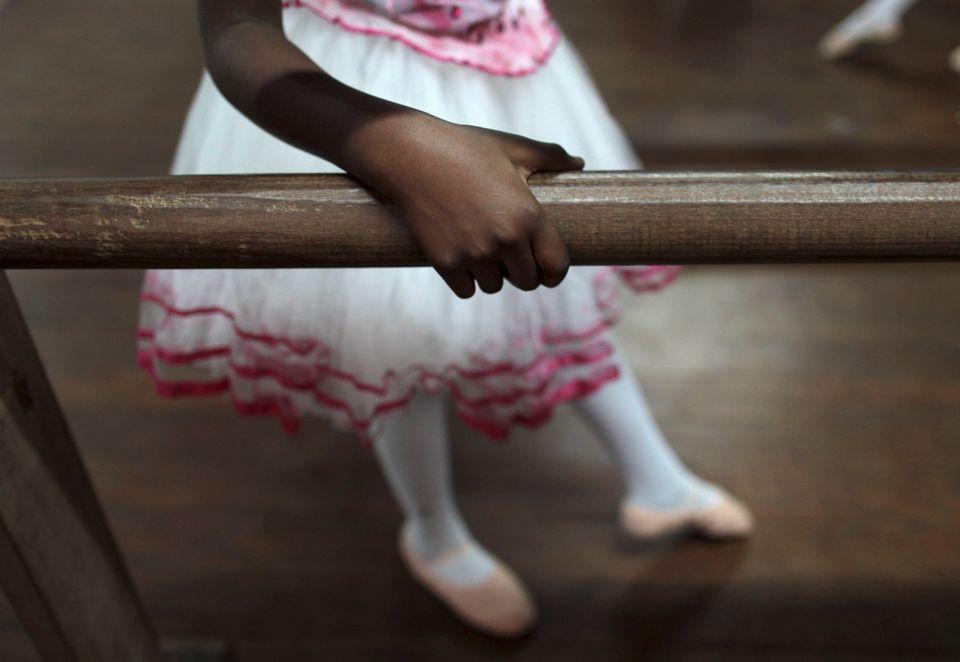 Todo ano, mais de 20 meninas de 10 a 14 anos dão à luz no Brasil. Toda relação...