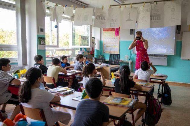 Crianças no primeiro dia de aula do ano escolar na escola primária GuthsMuths, em Berlim, no dia 10 de...