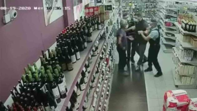 Dans un supermarché des Alpes-Maritimes, un employé a été arrêté après n'avoir pas porté correctement...