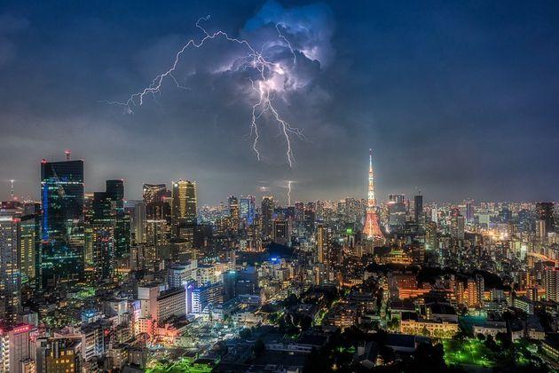 まるで異次元への入口 稲光が東京を覆う瞬間を捉えた写真がカッコいい ハフポスト