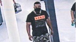 """""""コロナハグ男""""アメリカに出現。買い物客に抱きつき「あんたはコロナ持ちだ」警察が行方追う"""