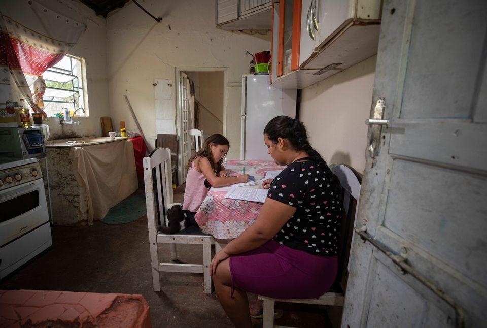 Famílias tentaram manter ritmo de estudos em casa durante a pandemia, mas perda de interesse dos...
