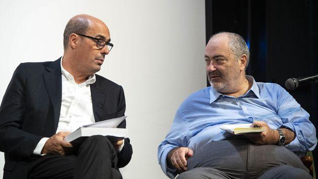 Il presidente della Regione Lazio, Nicola Zingaretti (s) e l'autore Goffredo Bettini durante la presentazione...