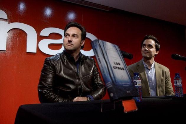 El periodista Iker Jimenez y Javier Perez Campos durante la presentacion del libro 'Estan aqui, son los...