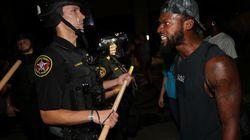 Agente spara 7 colpi alla schiena a un afroamericano, che resta