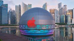 まるで宇宙船?球体のアップルストアが水上に浮かぶ。シンガポールの有名リゾートエリアに誕生