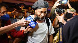 Après cinq mois de détention au Paraguay, Ronaldinho remis en